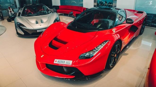 Và Ferrari LaFerrari. Như vậy, doanh nhân đến từ Vương quốc Bahrain có đủ 3 chiếc siêu xe triệu đô hybrid đình đám nhất thế giới