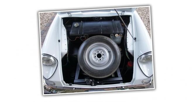 Khoang chứa hành lý ở phía đầu xe