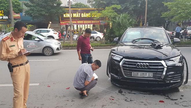 Chiếc Audi Q5 bị hỏng ở đầu xe và đuôi xe sau vụ tai nạn