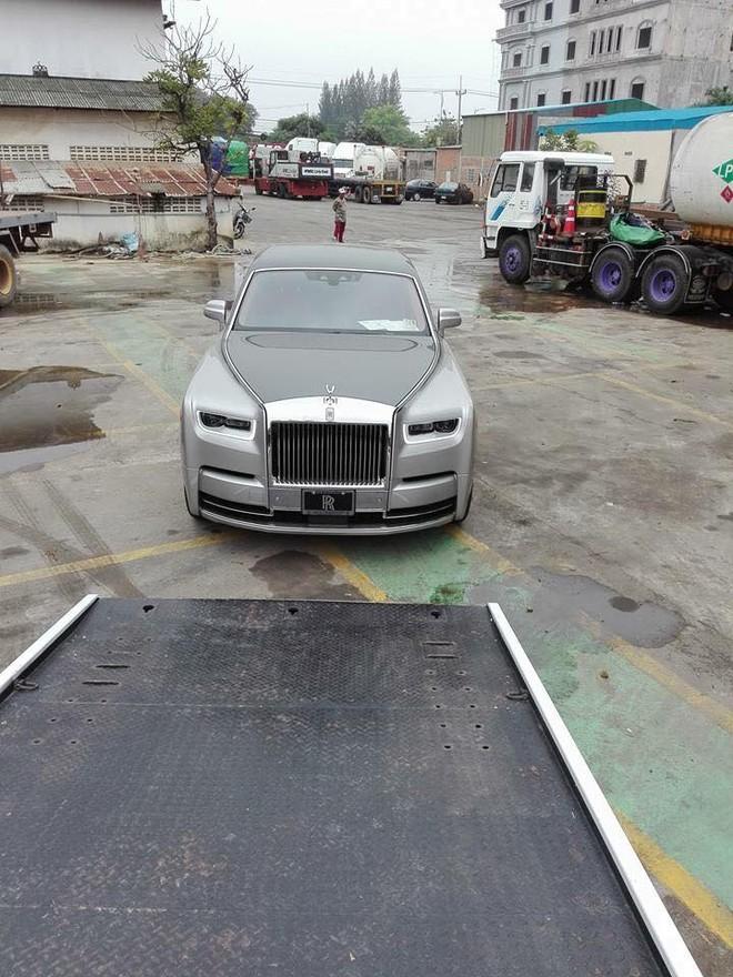 Rolls-Royce Phantom thế hệ thứ 8 sử dụng khối động cơ V12, tăng áp kép, dung tích 6,75 lít