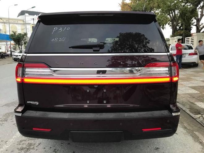 Lincoln Navigator đời 2018 đầu tiên có mặt tại Hà Tĩnh thuộc phiên bản cao cấp và đắt nhất là Black Label L