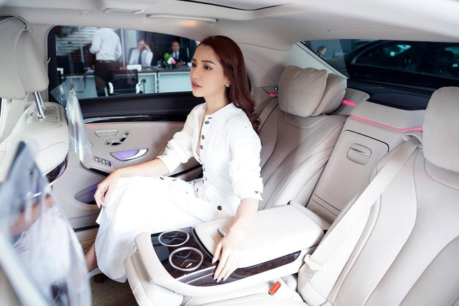 Chiếc xe sang mới tậu của Bích Phương có giá khởi điểm 4,199 tỷ đồng tại Việt Nam