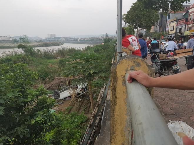 Vụ tai nạn thu hút sự chú ý của nhiều người dân