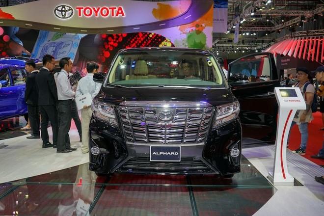 Được định vị ở phân khúc MPV hạng sang cao cấp, Toyota Alphard cógiá 4,038 tỷ đồng tại Việt Nam