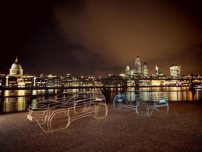Mô hình màu đồng và xanh dương của Range Rover Evoque 2020 xuất hiện tại London