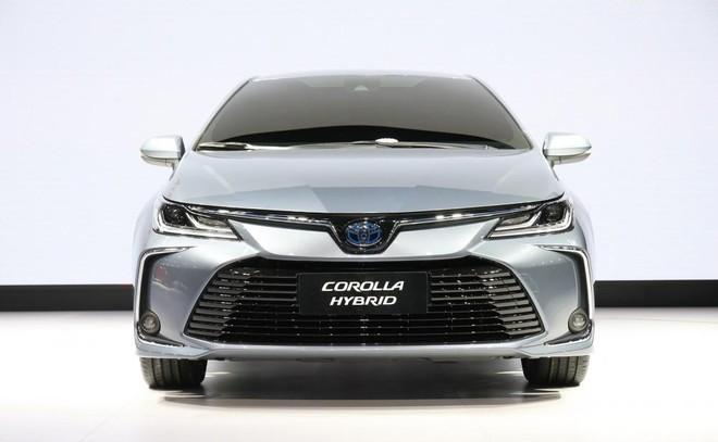 Cận cảnh thiết kế đầu xe mới của Toyota Corolla Altis 2019