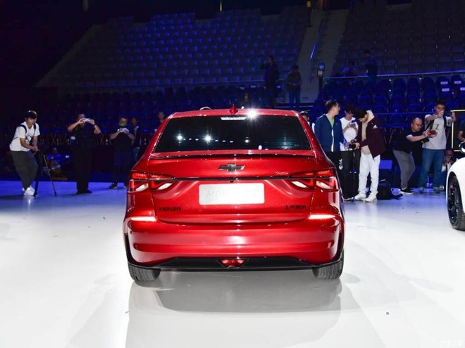 Phần đuôi của Chevrolet Monza RS