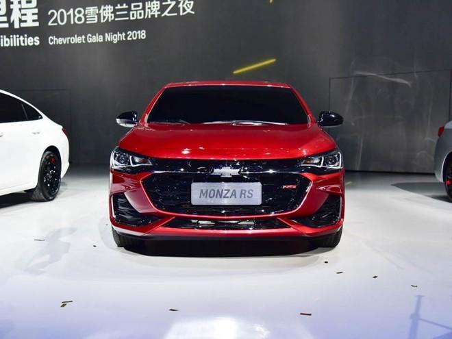 Góc nhìn trực diện đầu xe của Chevrolet Monza mới