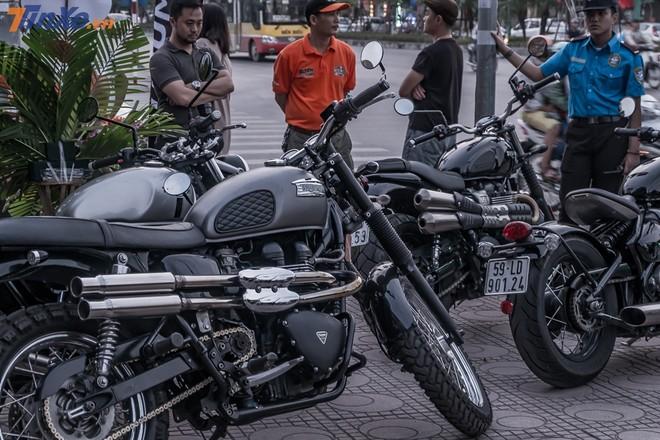 17:00 là thời điểm các biker bắt đầu tập trung tại khu vực sự kiện, những chiếc xe Triumph được ưu ái với khu vực để xe riêng biệt