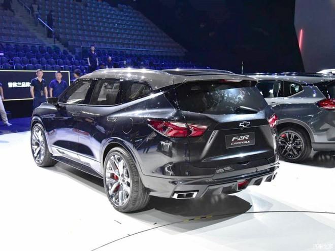 Chevrolet FNR-CarryAll có thiết kế lai giữa SUV và MPV