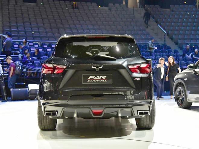 Chevrolet FNR-CarryAll cả bộ khuếch tán và cánh gió mui phía sau