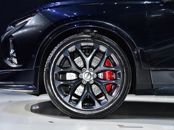 Bộ vành 22 inch và cùm phanh Brembo màu đỏ của Chevrolet FNR-CarryAll