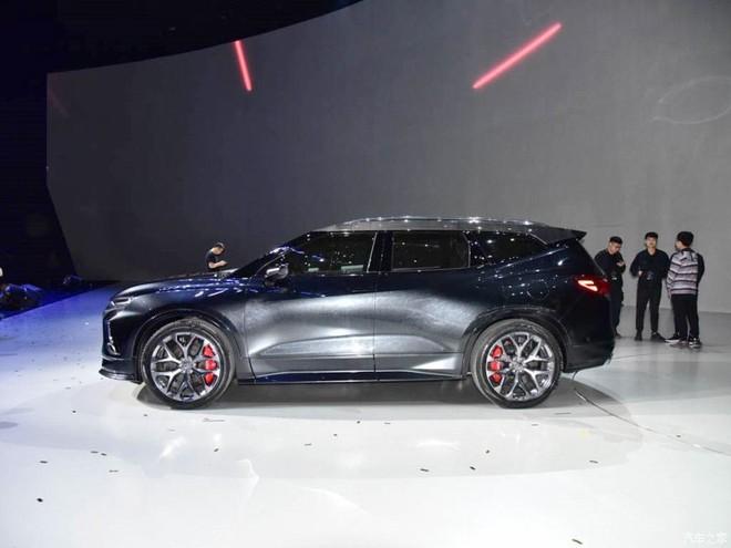 Chiều dài và chiều dài cơ sở của Chevrolet FNR-CarryAll đều nhỉnh hơn Blazer 2019