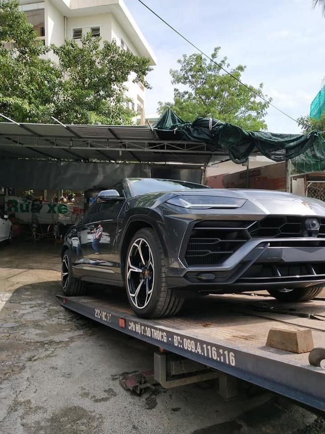 Mức giá lăn bánh cho chiếc siêu SUV Lamborghini Urus gần 30 tỷ đồng