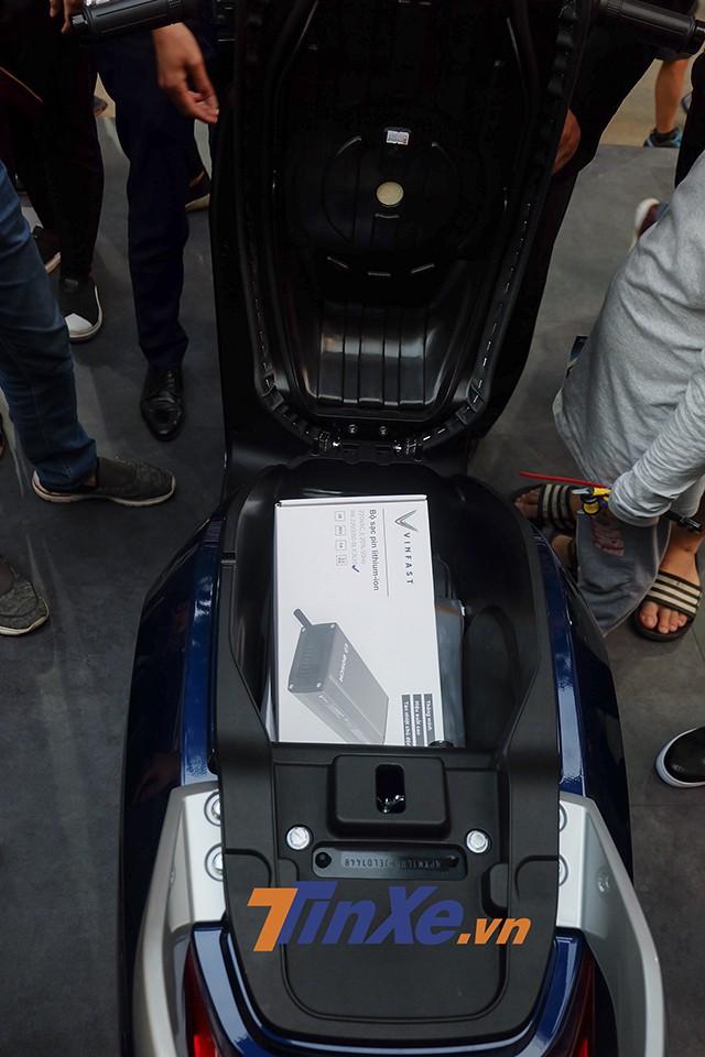 Ắc quy chứa được 22,8 Ah của Vinfast Klara giúp chiếc xe di chuyển được quãng đường đến 80km
