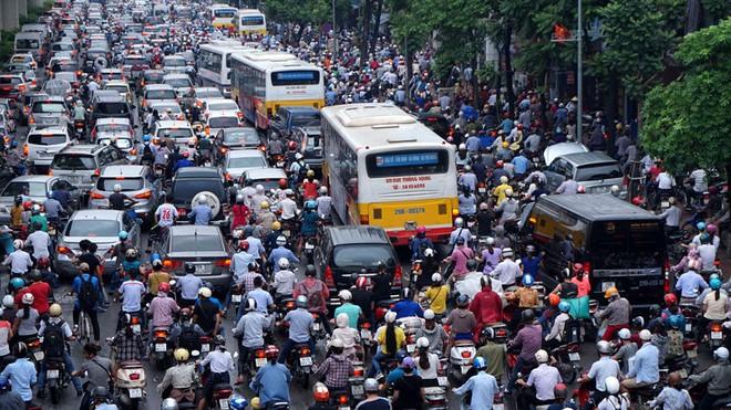 Những khi tắc đường tại Hà Nội, ắt hẳn ai cũng ngao ngán vì khói bụi và tiếng ồn