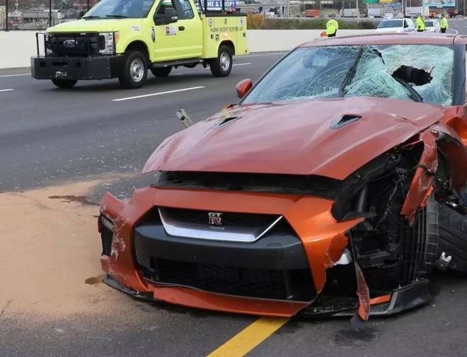 Chiếc Nissan GT-R bị hỏng nặng sau vụ tai nạn