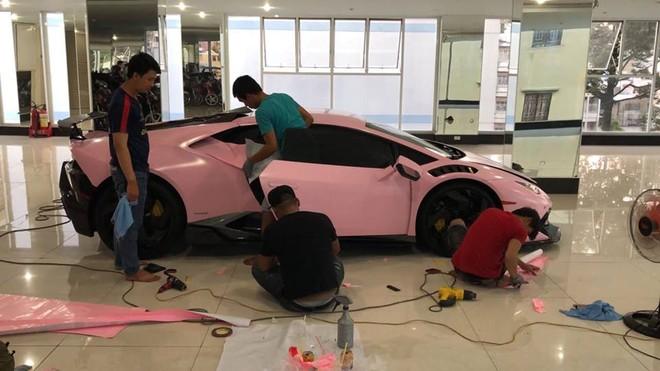 Siêu xe Lamborghini Huracan LP610-4 độ khủng tại Bạc Liêu được chủ nhân cho thay áo hồng nữ tính