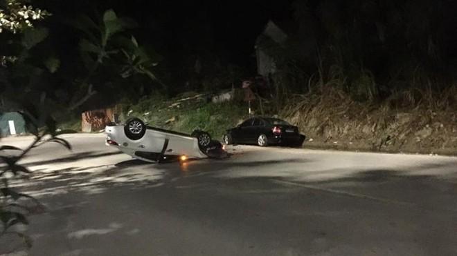 Hiện trường vụ tai nạn giữa hai chiếc ô tô Mazda3 và Mercedes-Benz C200