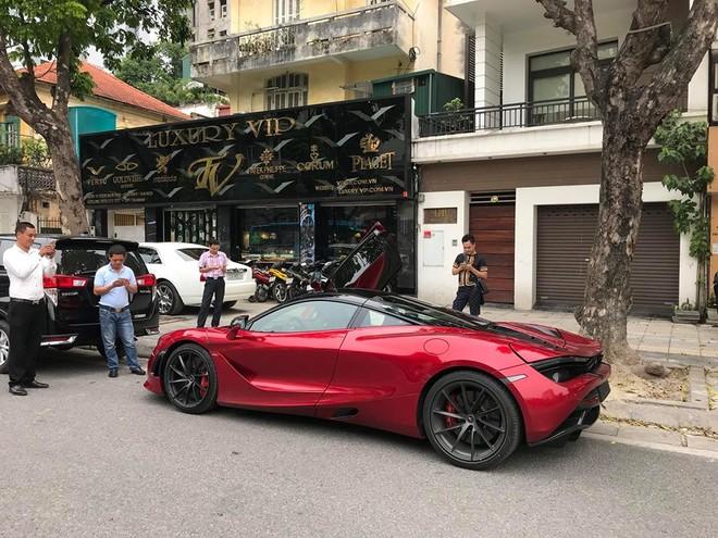 McLaren 720S trong lần đầu xuất hiện trên đường phố Hà Nội