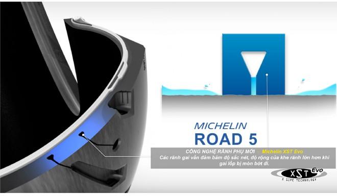 Công nghệ rãnh phụ XST Evo trên lốp Michelin Road 5.