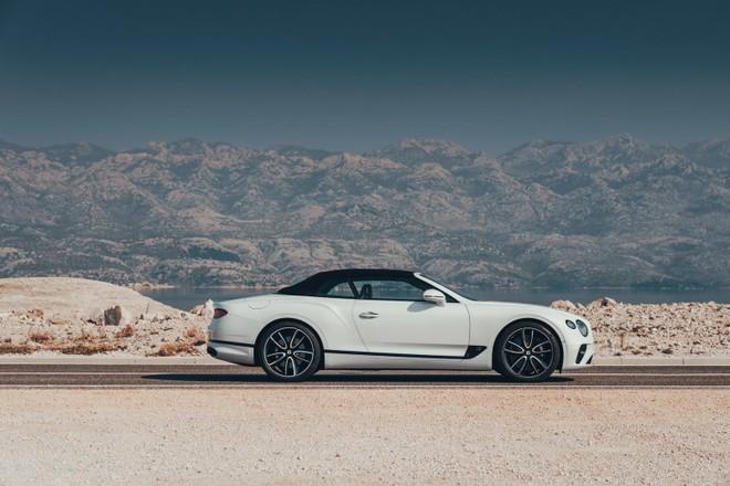 Bentley Continental GT Convertible 2020 được trang bị mui nỉ mới