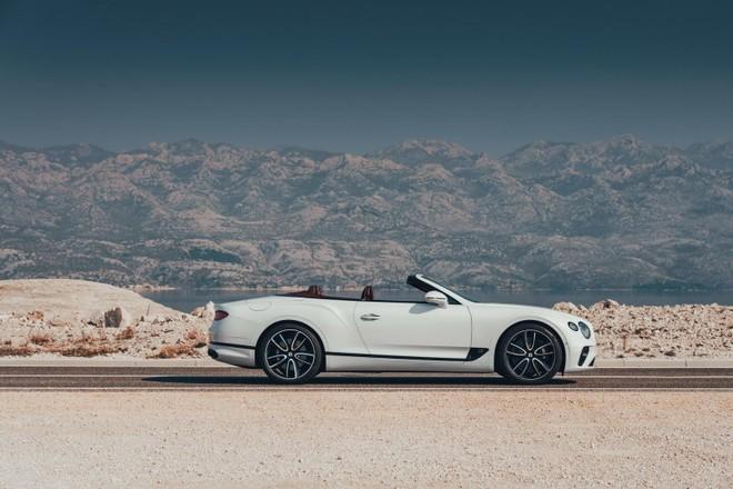 Bentley Continental GT Convertible 2020 có thể đóng mở mui trong 19 giây