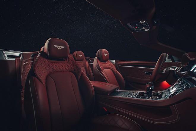 Hàng ghế trước của Bentley Continental GT Convertible 2020