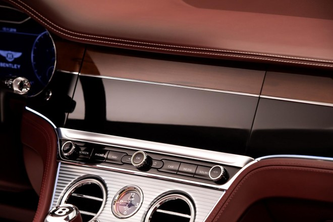 Một mặt ốp gỗ của Bentley Continental GT Convertible 2020