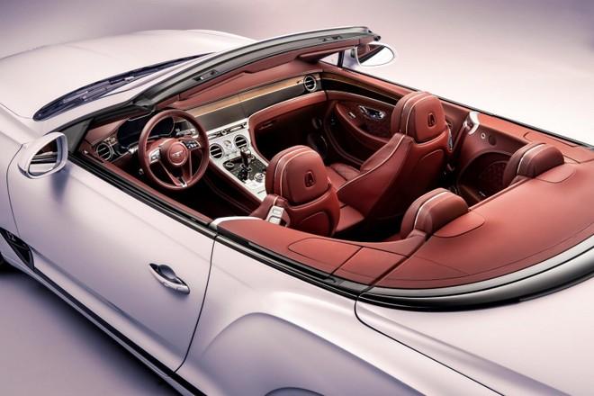 Nội thất sang trọng bên trong Bentley Continental GT Convertible 2020