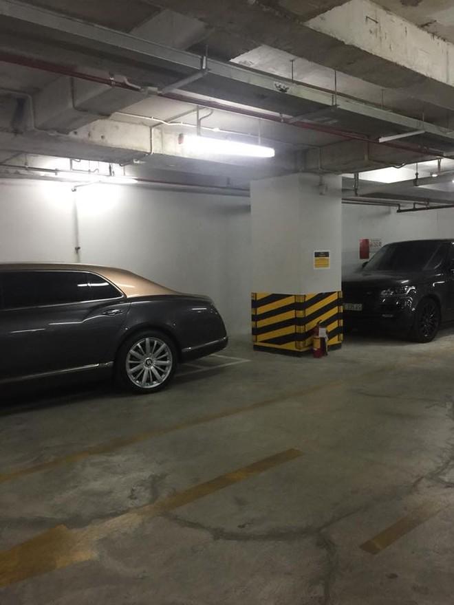 Bentley Mulsanne thế hệ mới và đỗ sau là SUV hạng sang Range Rover