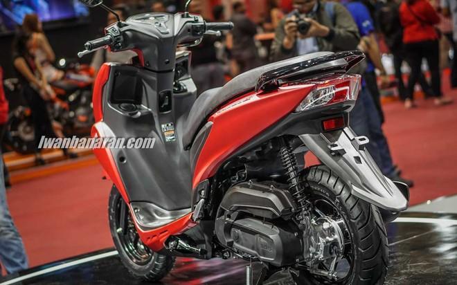 Yamaha FreeGo có thiết kế tròn trịa và đầy đặn giống đàn anh Yamaha NM-X