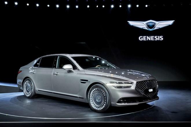 Genesis G90 2019 còn được bổ sung nắp capô cải tiến
