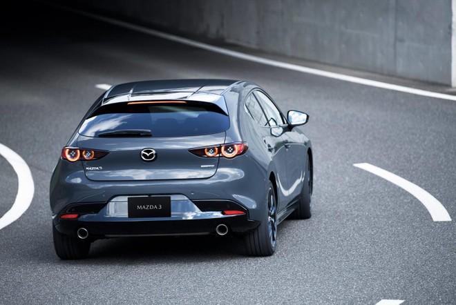 Mazda3 2019 phiên bản hatchback nhìn từ phía sau
