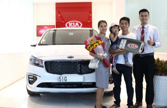 410 xe được giao đến khách hàng Việt là một con số ấn tượng của KIA Sedona mới sau một tháng ra mắt..