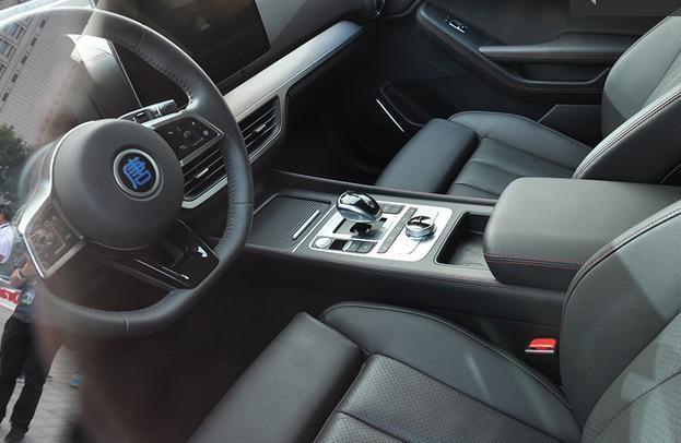 Vị trí lái của BYD Tang EV600