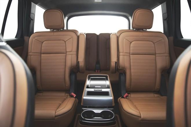 Vị trí ngồi phía sau của Lincoln Aviator 2020