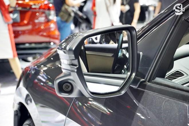 Hệ thống Honda LanWatch hỗ trợ gương chiếu hậu của Honda Civic 1.8 EL 2019