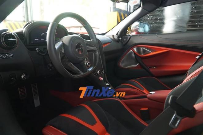 Nội thất siêu xe McLaren 720S màu đỏ Memphis độc nhất Việt Nam