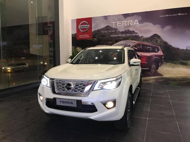 Nissan Terra bất ngờ về đại lý tại Hà Nội ngay trong đêm.