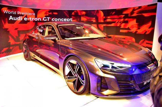 Audi e-tron GT được trung bày ở Triển lãm Ô tô Los Angeles 2018
