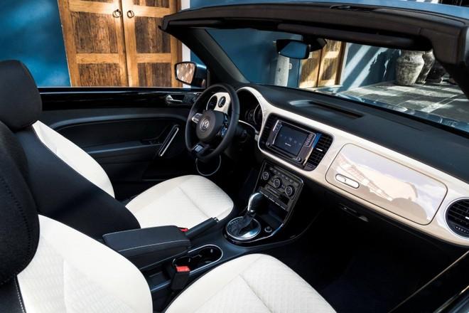 Nội thất phía trước của Volkswagen Beetle Final Edition 2019