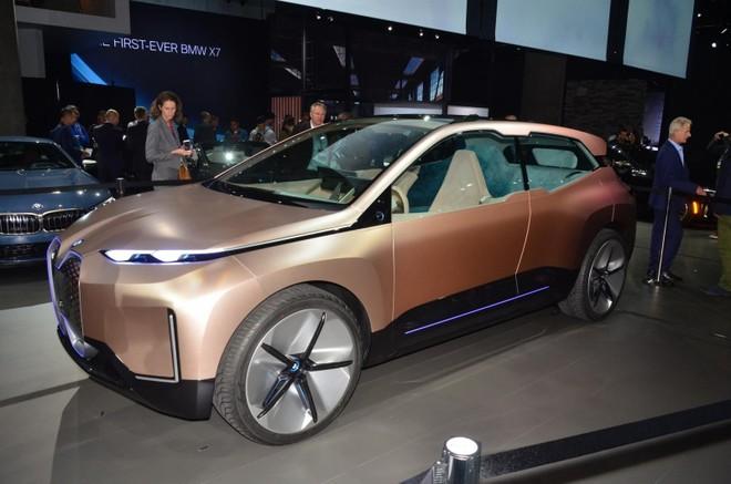 BMW Vision iNext tại hội trường triển lãm Los Angeles 2018