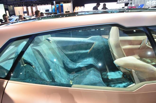 Hàng ghế dài phía sau của BMW Vision iNext