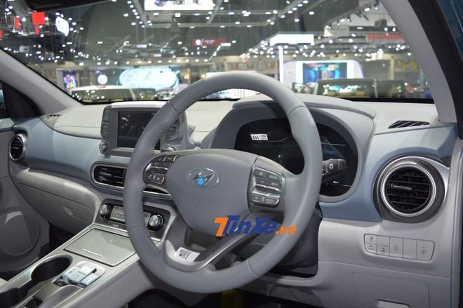 Nội thất bên trong Hyundai Kona Electric với tay lái nghịch