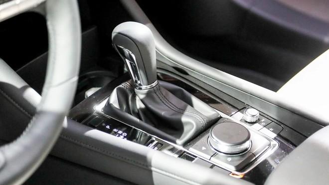 Cụm điều khiển trung tâm của Mazda3 2019