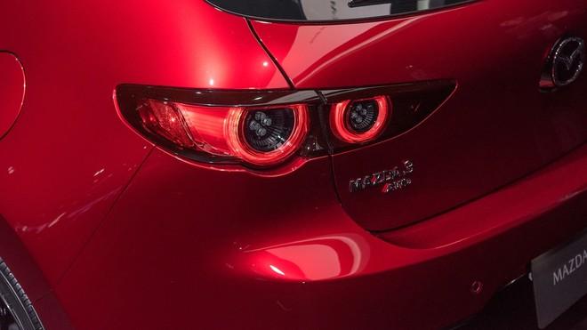 Cận cảnh đèn hậu của Mazda3 2019