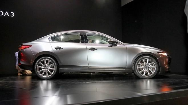 Thiết kế bên sườn của Mazda3 Sedan 2019