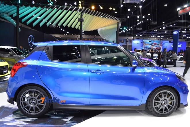 Chiếc Suzuki Swift 2018 độ dùng bộ vành màu xám mới