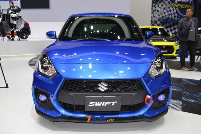 Chiếc Suzuki Swift 2018 độ được trang bị lưới tản nhiệt của phiên bản Sport